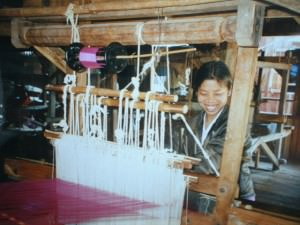 A lady weaving Pashmina